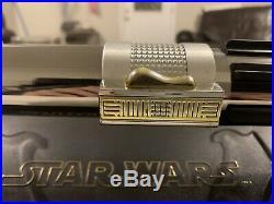 Hasbro Signature Series Anakin Skywalker Force FX Lightsaber Removable Blade